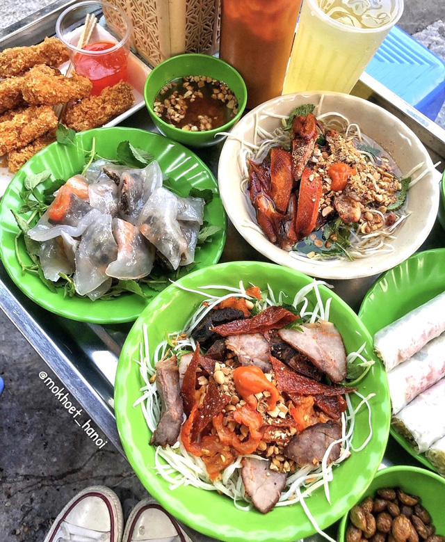 Bánh tôm và loạt món ngon hút giới trẻ Hà Nội ngày hè - Ảnh 2.
