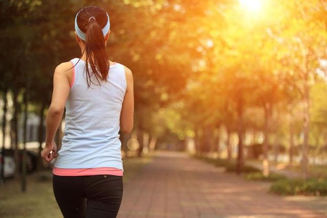 Đau lưng dưới có thể do nhiều nguyên nhân, cần theo dõi kĩ triệu chứng vì có thể là do ung thư di căn - Ảnh 2.