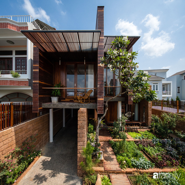 Mảnh vườn 50m² tốt tươi quanh năm nhờ bí quyết trộn đất không giống ai của bà mẹ ở Sài Gòn - Ảnh 1.