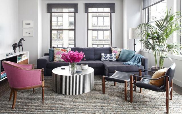 Dù phòng khách nhà bạn có nhỏ thế nào đi nữa thì vẫn đẹp hoàn hảo nhờ 3 kinh nghiệm lựa chọn ghế sofa dưới đây - Ảnh 1.