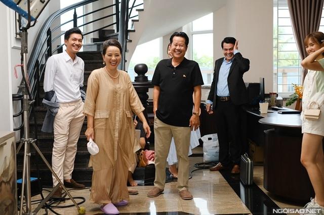 Diễn viên Người đẹp Tây Đô mang tiệm tạp hóa đi quay phim - Ảnh 3.