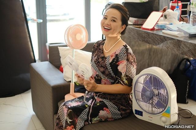 Diễn viên Người đẹp Tây Đô mang tiệm tạp hóa đi quay phim - Ảnh 8.