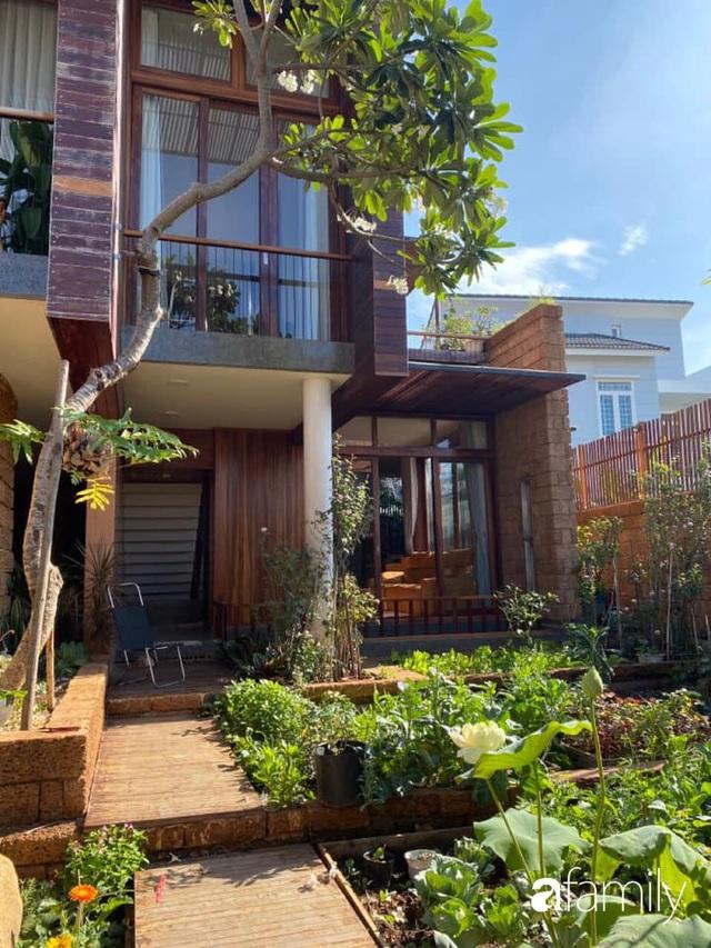 Mảnh vườn 50m² tốt tươi quanh năm nhờ bí quyết trộn đất không giống ai của bà mẹ ở Sài Gòn - Ảnh 8.