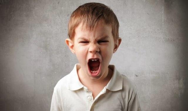 Trẻ dễ tổn thương chỉ vì hành động vô tình hầu như cha mẹ nào cũng mắc - Ảnh 1.