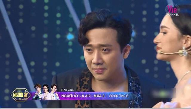 """Người ấy là ai?"""": Vỡ òa khi mẹ Hương Giang dẫn con gái lên sân khấu tìm bạn trai, Trấn Thành bật khóc - Ảnh 3."""