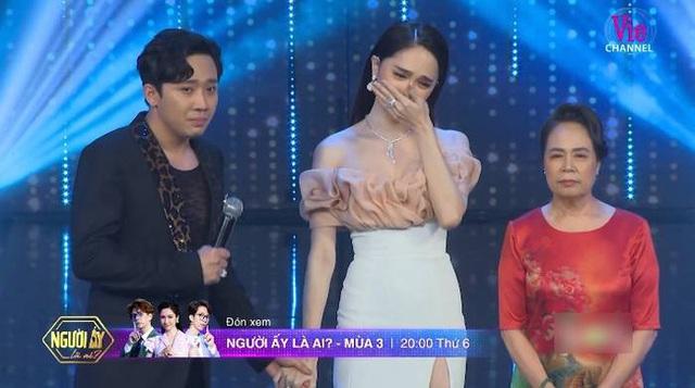 """Người ấy là ai?"""": Vỡ òa khi mẹ Hương Giang dẫn con gái lên sân khấu tìm bạn trai, Trấn Thành bật khóc - Ảnh 4."""
