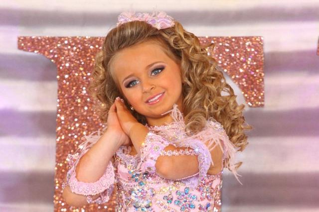 Tuổi thơ bất thường của hoa hậu nhí Mỹ thành triệu phú năm 6 tuổi - Ảnh 1.