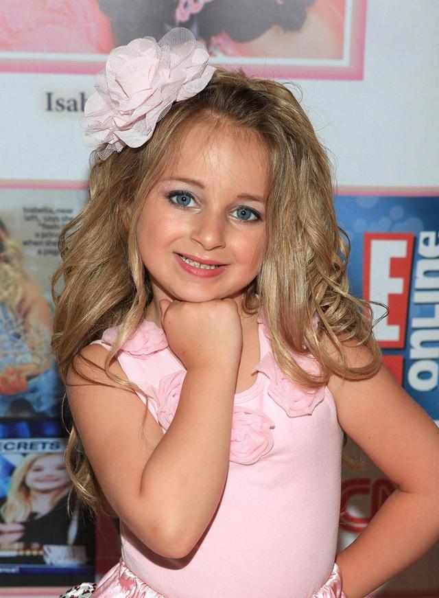 Tuổi thơ bất thường của hoa hậu nhí Mỹ thành triệu phú năm 6 tuổi - Ảnh 2.