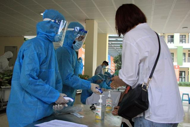 Hối hả đi xét nghiệm COVID-19, người Hà Nội thở phào khi nhận kết quả âm tính - Ảnh 9.
