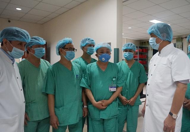 Thứ trưởng Bộ Y tế Nguyễn Trường Sơn cùng Bộ chỉ huy tiền phương lên đường vào Đà Nẵng - Ảnh 5.