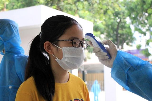 Hối hả đi xét nghiệm COVID-19, người Hà Nội thở phào khi nhận kết quả âm tính - Ảnh 10.