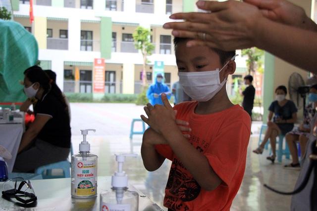 Hối hả đi xét nghiệm COVID-19, người Hà Nội thở phào khi nhận kết quả âm tính - Ảnh 14.