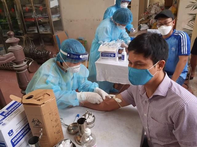 10 trường hợp ở Hà Nội có kết quả xét nghiệm ban đầu dương tính với COVID-19 - Ảnh 4.