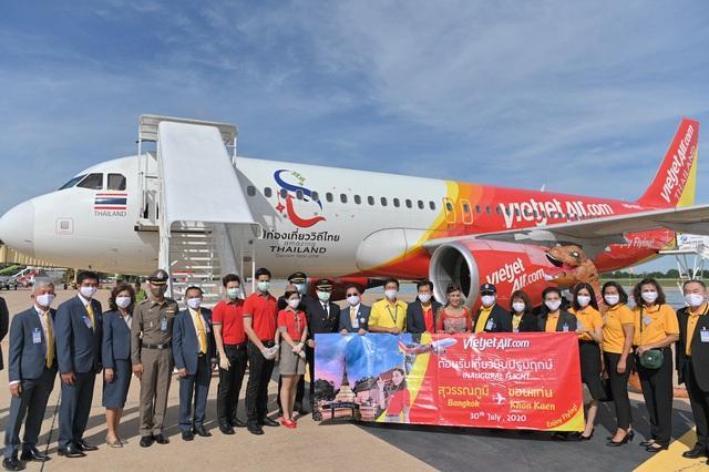 Vietjet Thái Lan khai trương đường bay Bangkok – Khon Kaen với màn biểu diễn của ca sỹ nổi tiếng Thái Lan Ying-Lee trên tàu bay - Ảnh 1.