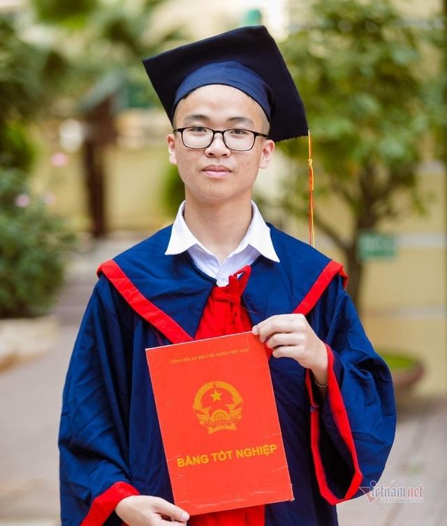 Một lớp có 2 học sinh đạt 48 điểm thi vào lớp 10 ở Hà Nội - Ảnh 1.