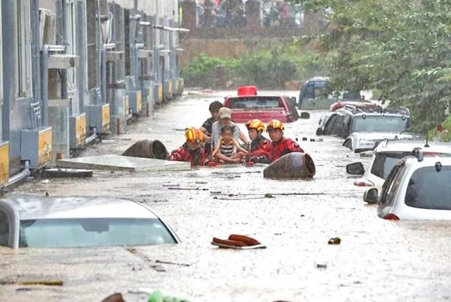 Hàng trăm ngôi nhà, ôtô ở Hàn Quốc ngụp lặn trong nước - Ảnh 3.