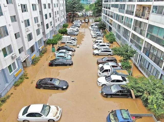 Hàng trăm ngôi nhà, ôtô ở Hàn Quốc ngụp lặn trong nước - Ảnh 4.