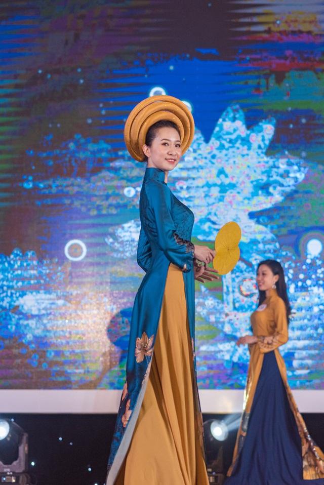 Vẻ đẹp chuẩn con gái Huế của thí sinh Hoa hậu Việt Nam 2020 - Ảnh 6.