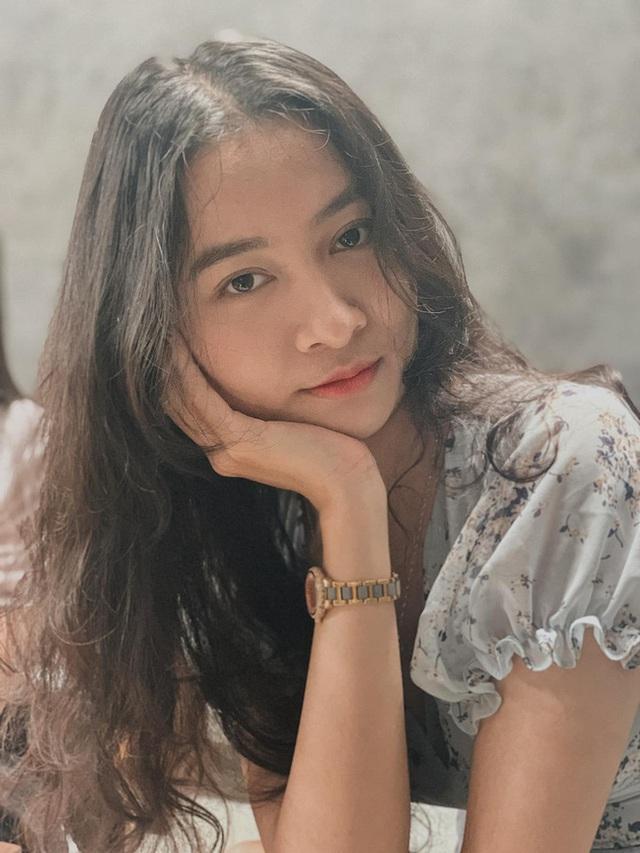 Vẻ đẹp chuẩn con gái Huế của thí sinh Hoa hậu Việt Nam 2020 - Ảnh 9.