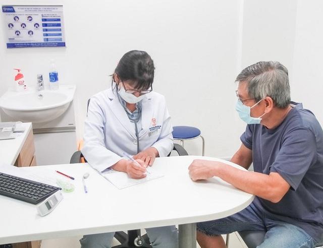 Các loại vắc xin cần thiết phải tiêm cho người trên 50 tuổi - Ảnh 2.