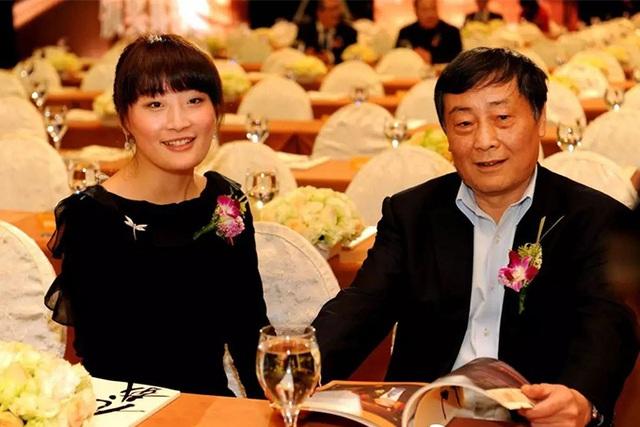 Ái nữ tỷ phú đồ uống Trung Quốc cô độc ở tuổi gần 40 - Ảnh 2.