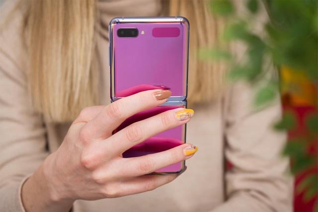 5 smartphone có màu sắc ấn tượng nửa đầu 2020 - Ảnh 1.