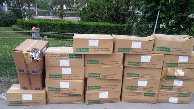 Cần xử lý nghiêm hành vi vứt bỏ hàng trăm lọ sản phẩm giảm cân ở vỉa hè Đại lộ Thăng Long - Ảnh 4.