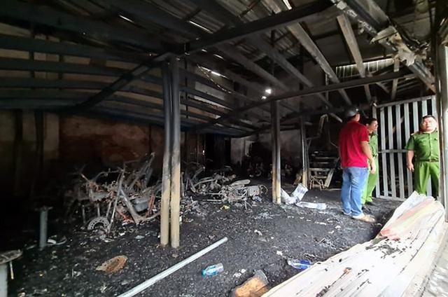 Hai mẹ con nghi bị giết trước khi tiệm cầm đồ cháy - Ảnh 1.