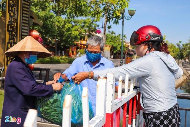 Lịch trình 5 ca COVID-19 mới ở Quảng Nam: Có người lo đám tang cho mẹ, 3 người là sư cô, tiếp xúc nhiều - Ảnh 2.