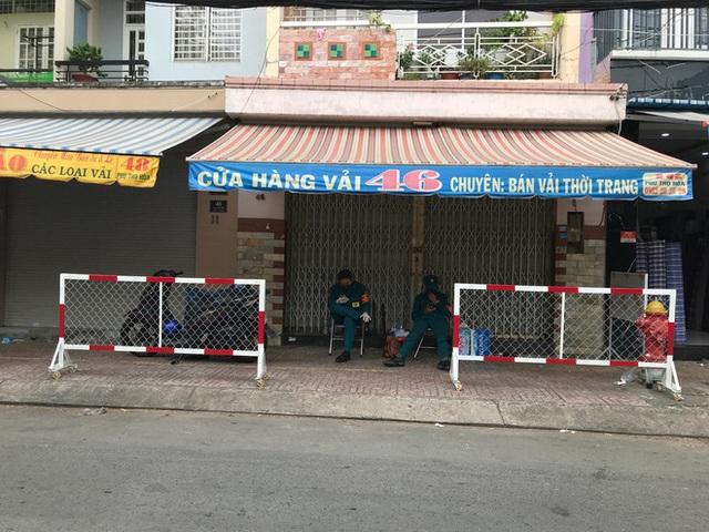 Quận Tân Phú tiếp tục phong tỏa 8 căn nhà - Ảnh 2.