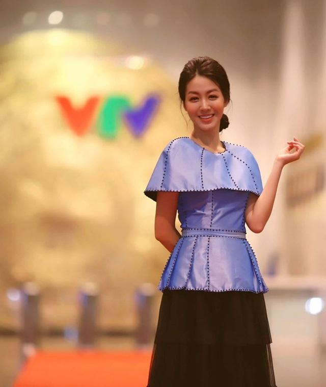 Vẻ xinh đẹp của MC Hồng Nhung Cà phê sáng - Ảnh 2.