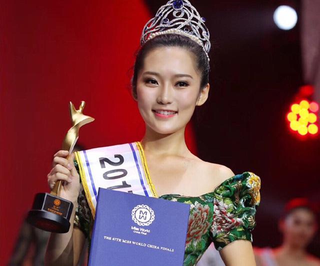 Diễn áo tắm giữa phố và sự bát nháo của cuộc thi hoa hậu ở Trung Quốc - Ảnh 1.