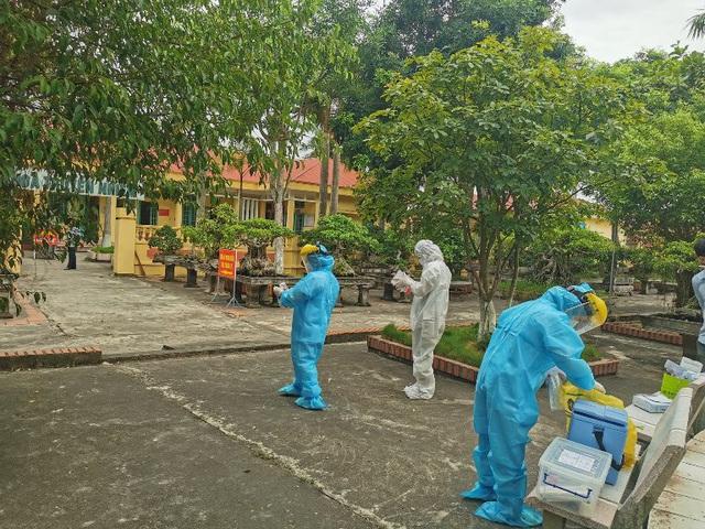 Phong tỏa hơn 200 hộ gia đình gần bệnh nhân COVID-19 mới phát hiện ở Thái Bình - Ảnh 2.