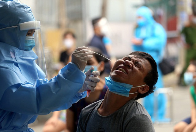 Người dân Đà Nẵng yên tâm khi được lấy mẫu xét nghiệm COVID-19 - Ảnh 6.