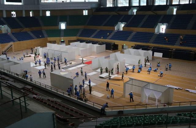 Mục sở thị cuộc xây lắp thần tốc bệnh viện dã chiến ở Đà Nẵng - Ảnh 5.