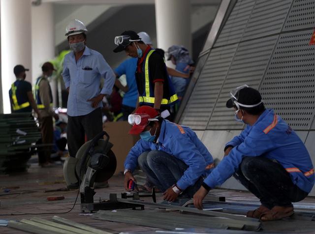 Mục sở thị cuộc xây lắp thần tốc bệnh viện dã chiến ở Đà Nẵng - Ảnh 6.