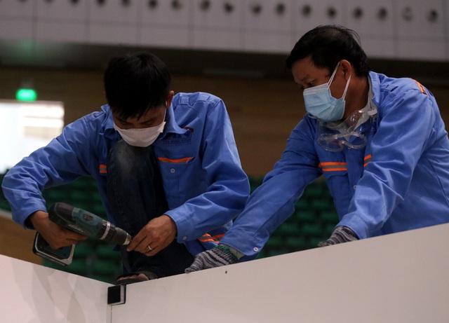 Mục sở thị cuộc xây lắp thần tốc bệnh viện dã chiến ở Đà Nẵng - Ảnh 11.
