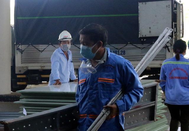 Mục sở thị cuộc xây lắp thần tốc bệnh viện dã chiến ở Đà Nẵng - Ảnh 18.