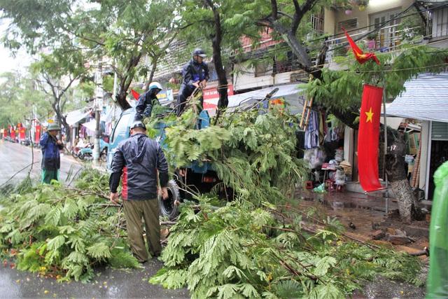 Hải Phòng: Nhiều tuyến phố ngập lụt sau bão số 2 - Ảnh 20.