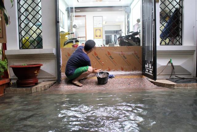 Hải Phòng: Nhiều tuyến phố ngập lụt sau bão số 2 - Ảnh 16.