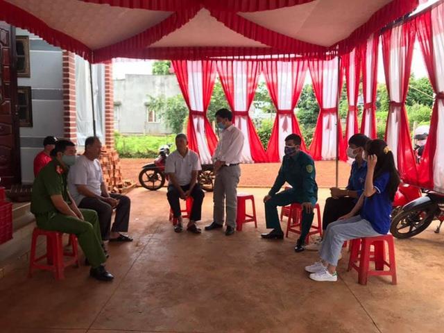 Đám cưới ở Đắk Lắk ngày dịch, hàng xóm khiêng bàn tiệc về nhà tự ăn - Ảnh 2.