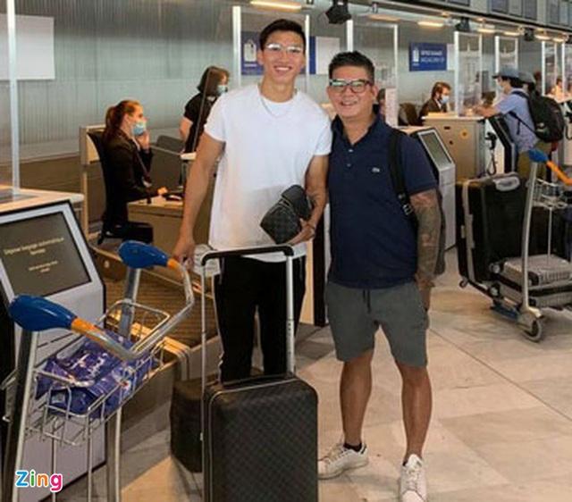 Văn Hậu đặt chân xuống sân bay Vân Đồn - Ảnh 3.