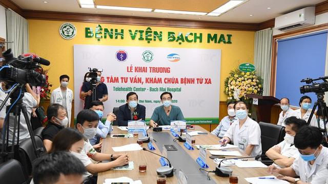 Bác sĩ ở viện lớn nhất nước trực tuyến khám chữa bệnh từ xa cho người dân cách 400-500km - Ảnh 2.