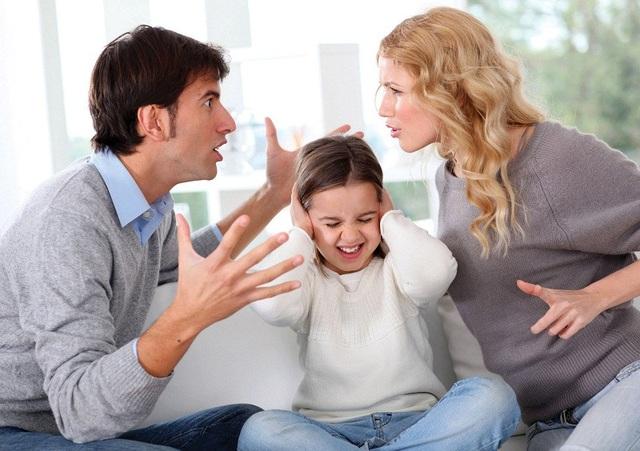 Những việc cha mẹ làm tưởng chừng bình thường nhưng lại vô tình nuôi dưỡng thói xấu của con - Ảnh 2.