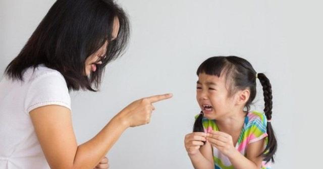 Những việc cha mẹ làm tưởng chừng bình thường nhưng lại vô tình nuôi dưỡng thói xấu của con - Ảnh 1.