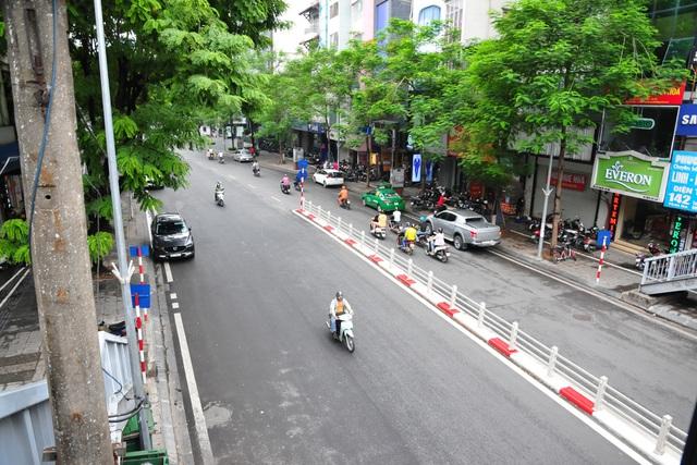 Đường phố Hà Nội không còn đông đúc mặc dù chưa thực hiện giãn cách xã hội - Ảnh 11.