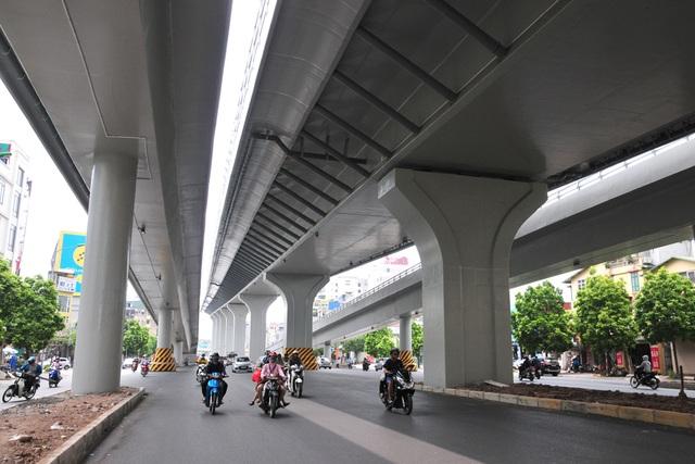 Đường phố Hà Nội không còn đông đúc mặc dù chưa thực hiện giãn cách xã hội - Ảnh 5.