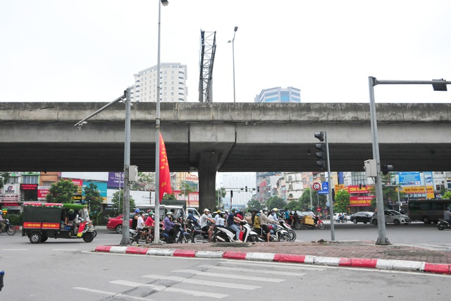 Đường phố Hà Nội không còn đông đúc mặc dù chưa thực hiện giãn cách xã hội - Ảnh 1.