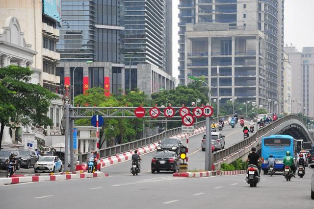 Đường phố Hà Nội không còn đông đúc mặc dù chưa thực hiện giãn cách xã hội - Ảnh 7.