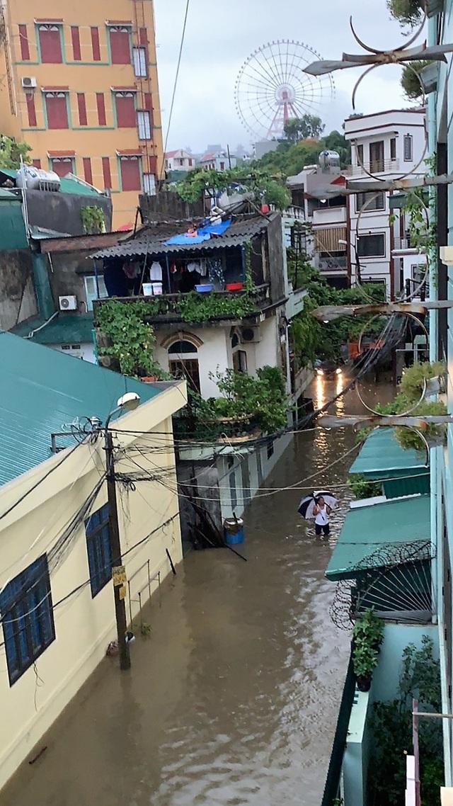 Quảng Ninh: Ảnh hưởng cơn bão số 2, nhiều tuyến đường ngập lụt, kè đất sạt lở làm 1 người thiệt mạng - Ảnh 5.